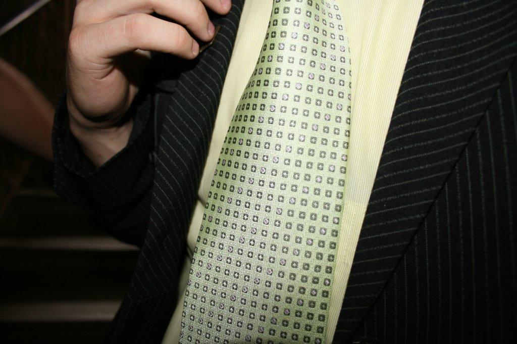 Jak dobrać garnitur dla pana z brzuszkiem?